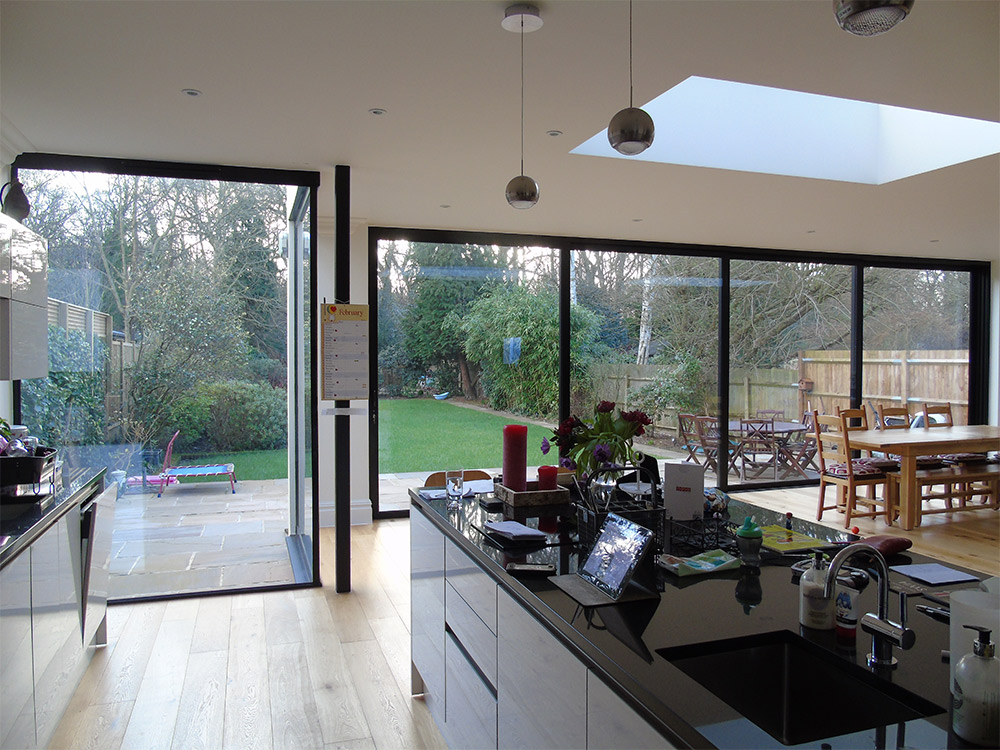 Frameless Glass Window Seats And Vertical Frameless Glass Windows