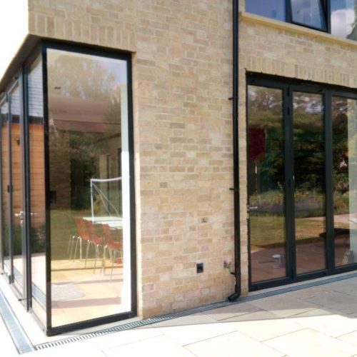 Virtually frameless, structurally bonded fixed 90 degree window