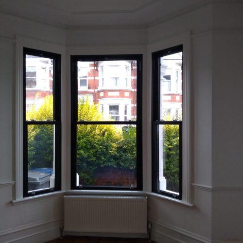 Vertical sliding sash window