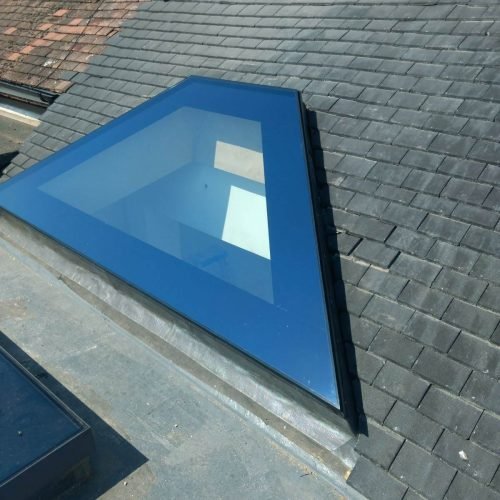 Frameless lightwell Shaped glass