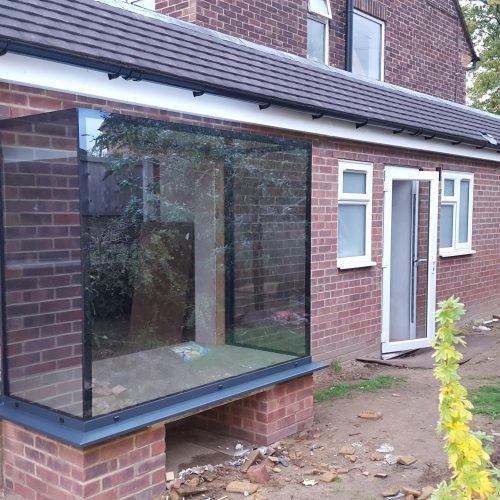 Frameless glass box